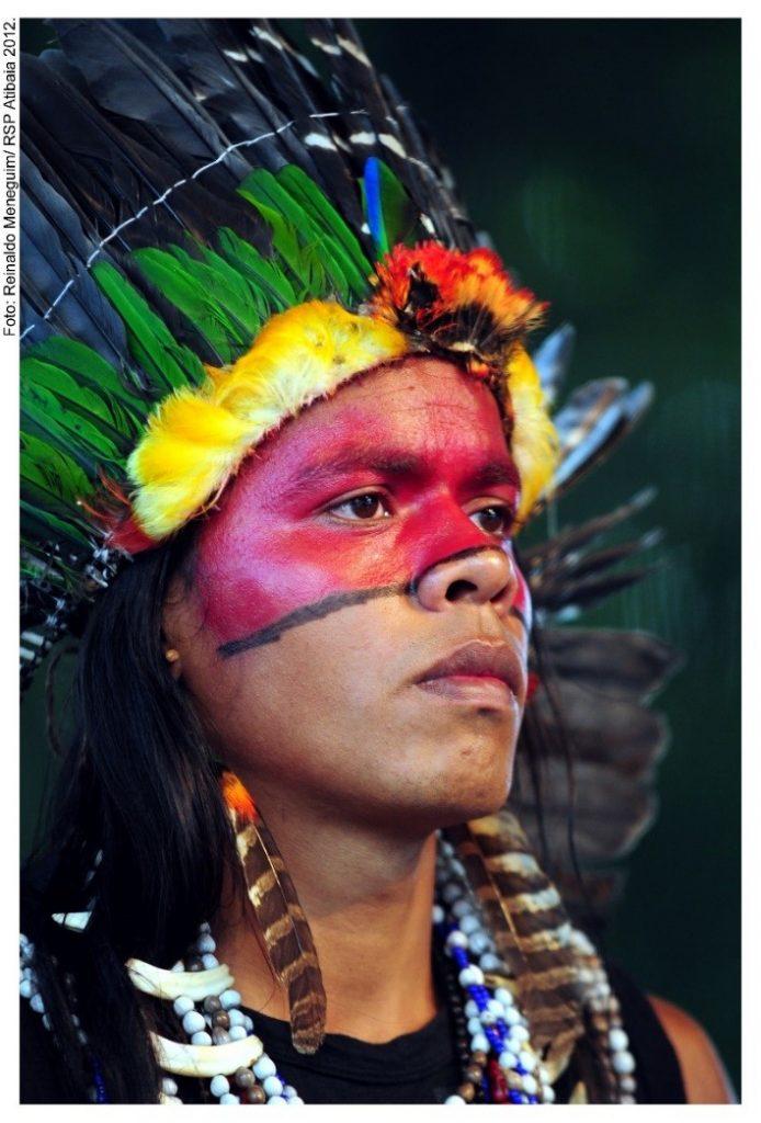 Foto modificada de rosto de pessoa colorido  Descrição gerada automaticamente com confiança média